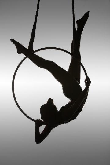 фото девушка акробат фотограф Дэвид Наман