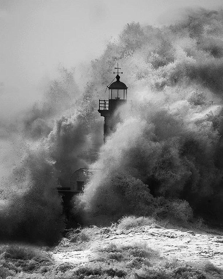 фотография современное искусство маяк шторм